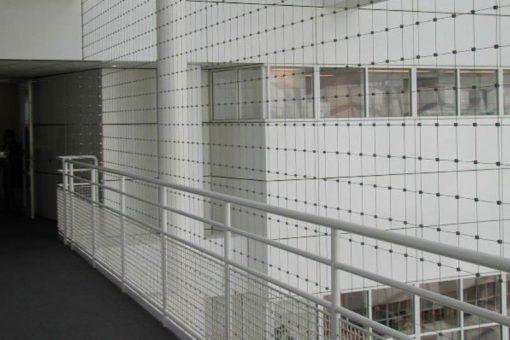 Valbeveiliging-loopbruggen-Stadhuis-den-Haag-(1)-Carl-Stahl-Architectuur-Benelux