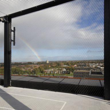 Nautique sportveld op dak, hekwerk, Carl Stahl