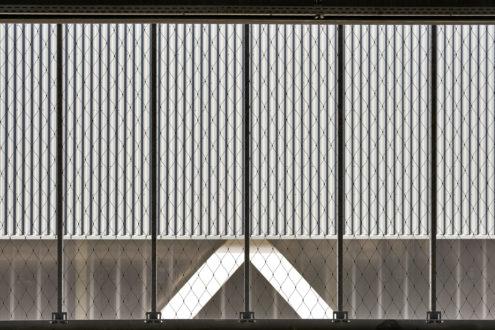 Jumbo-distributiecentrum-parkeergarage-met-RVS-kabelnetten-ter-beveiliging-Carl-Stahl