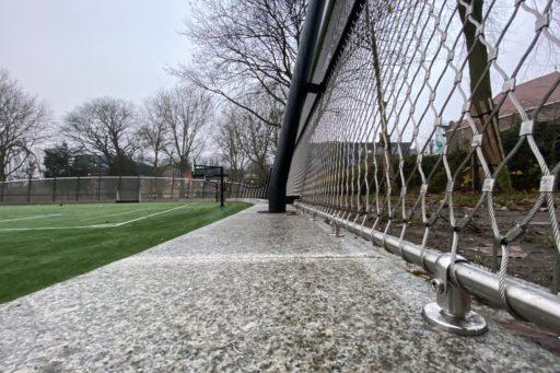 Oosterpark sportveld met hekwerk, detail - Carl Stahl